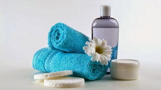 Tonico per il viso: usi, utilità e come prepararlo in casa