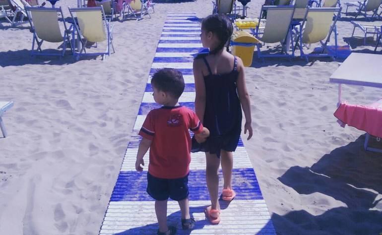 """Al mare con i """"libellulini""""… grazie nonna e come mi organizzo in viaggio da sola."""